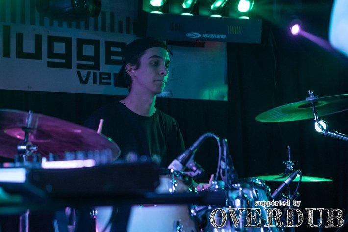 Matthias Eminger spielt Schlagzeug