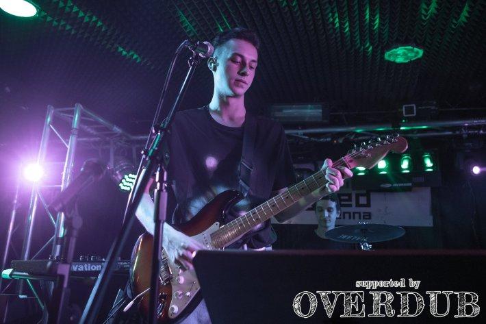 Niklas Budimir spielt E-Gitarre